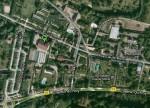 Pointé par le marquage vert, le futur emplacement de la Maison du Tourisme de Giverny, entre la Fondation Claude Monet et le Musée des Impressionistes. | Source : Google Maps