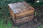 Composteur de 600 litres en bois distribué par la CAPE, après quelques mois d'utilisation.