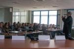 Christophe Quétel, président de l'association nationale pour la protection du ciel et de l'environnement nocturnes (ANPCEN), pendant sa présentation. Les élus de la communauté d'agglomération étaient nombreux à être venus l'écouter.