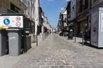 La rue Carnot, seule section (très) partiellement piétonnière du centre-ville de Vernon.