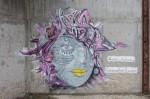 """De nombreuses œuvres de """"street art"""", telles que ce graffiti, sont présentes sur les deux sites, témoignant de leur facilité d'accès."""