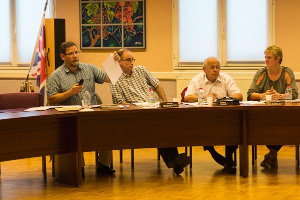 Pierre Zimmermann s'est appuyé pour sa question sur le document fourni par la Lyonnaise des Eaux.