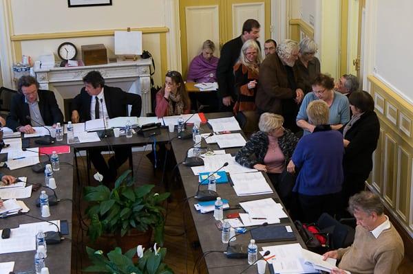 Rudes négociations au sein de la majorité, le temps commence à se faire long pour les élus du conseil municipal...