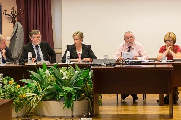 Gérard Volpatti pas très heureux de voir les compte-rendus de conseil municipal entraîner si souvent des demandes de modifications.